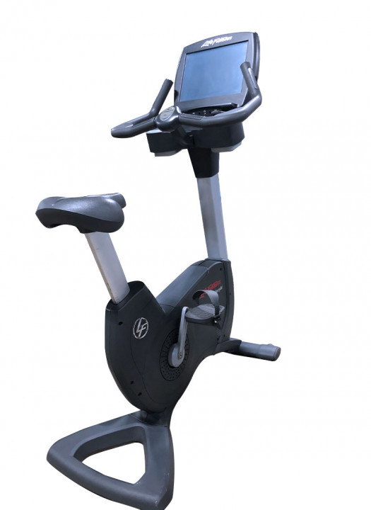 Life Fitness 95C Engage Upright Bike (Used)
