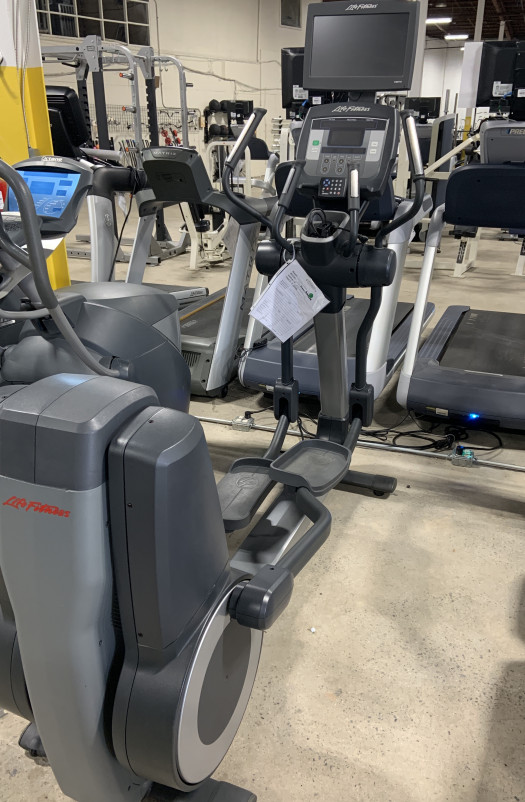 Life Fitness 95X Achieve Elliptical (Used)