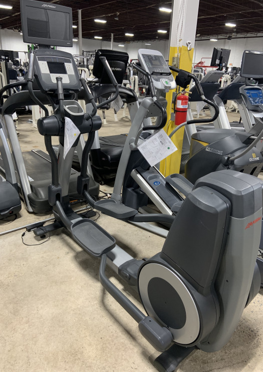 Life Fitness Discover SI Elliptical (Used)