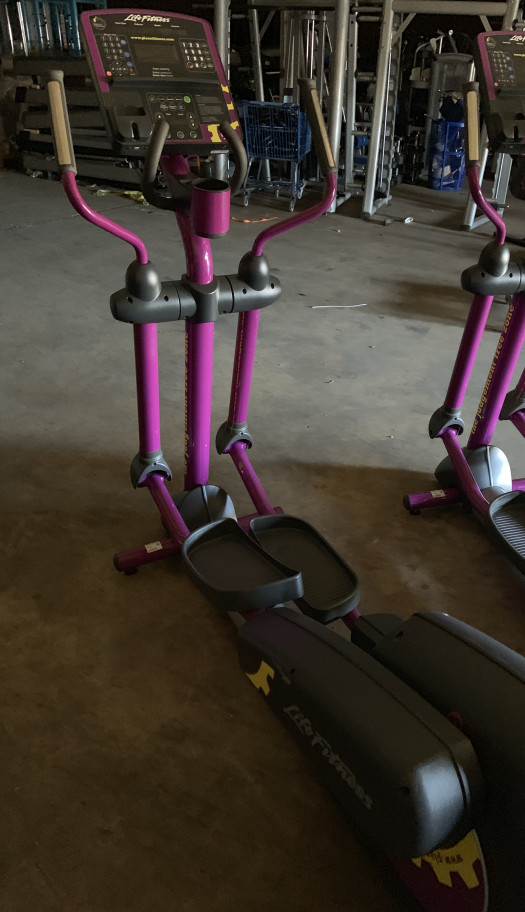 Life Fitness Integrity Series Elliptical (Used)
