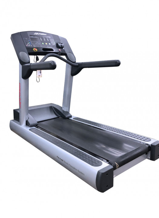 Life Fitness Integrity CLST Treadmill (Used)